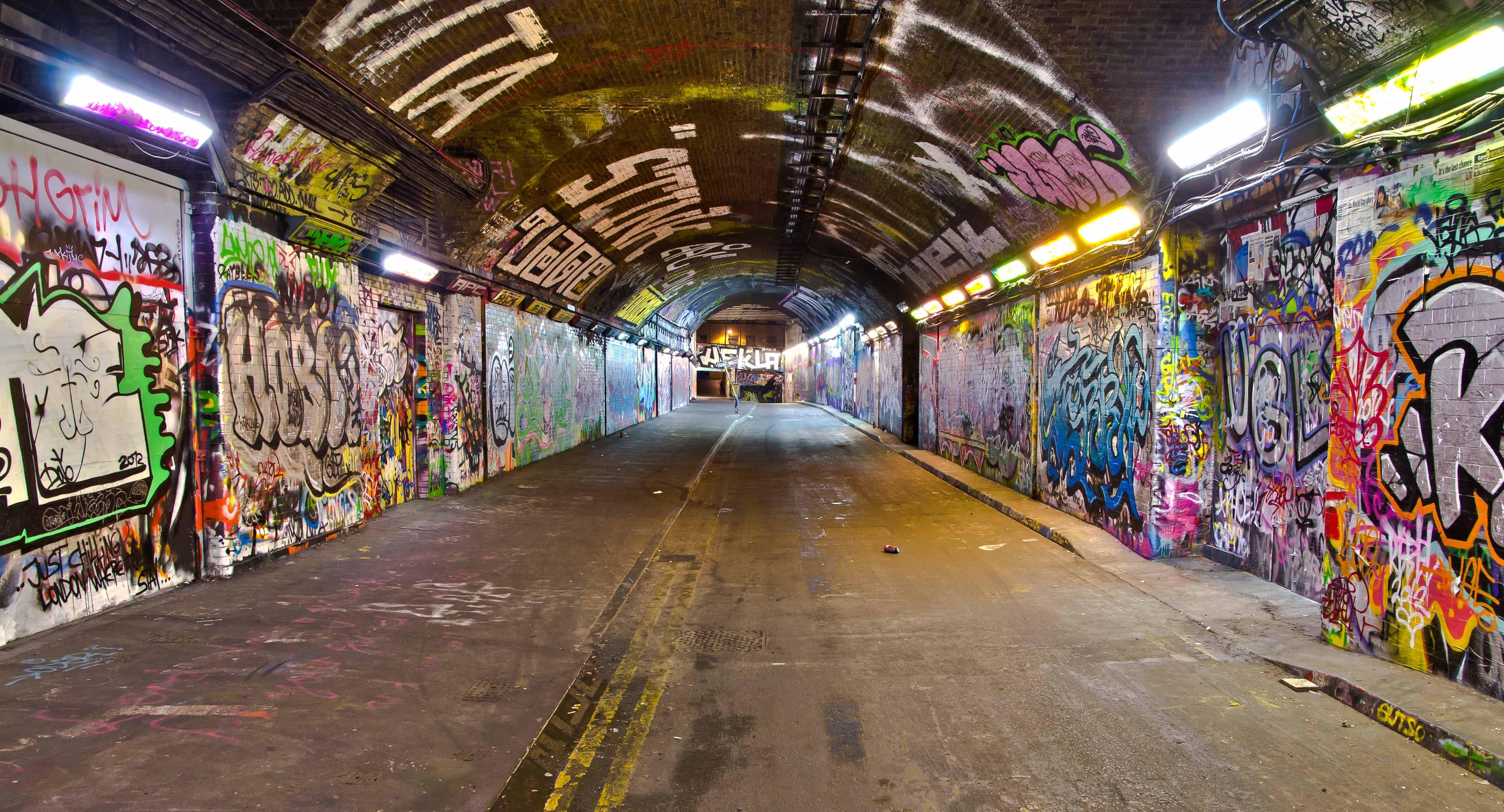 The History of Graffiti – Graffiti Comes to the UK